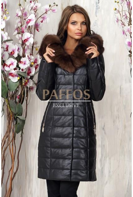 Прямое женское пальто с коричневым мехом