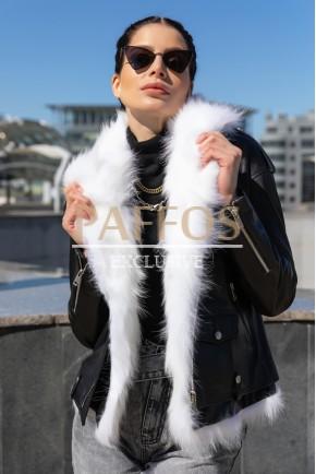 Красивая куртка с мехом