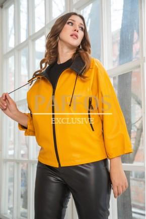 Желтая куртка из кожи