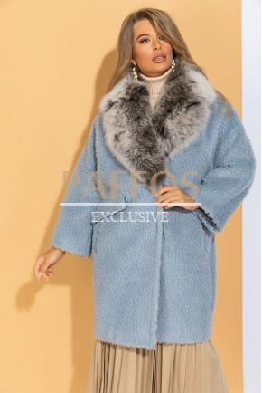 Женское голубое пальто с мехом