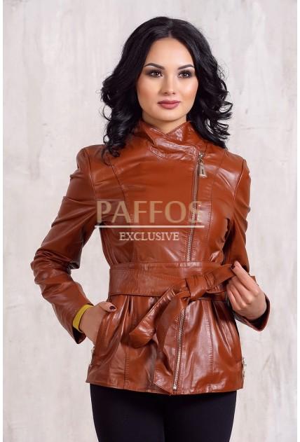 Коричневая женская куртка из кожи