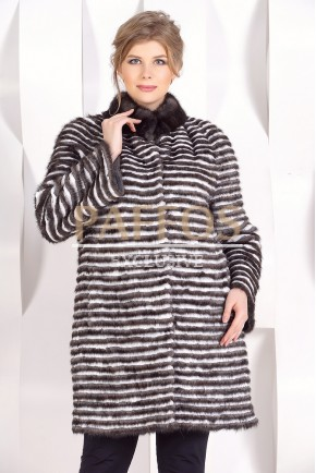 Накидка из вязаной норки